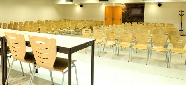 1 salle de 175 places (salle 9) - 150m²